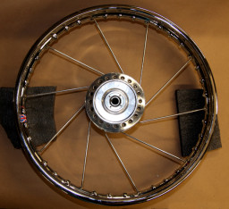 Place the hub's disc side and the rim's single dimple side down.